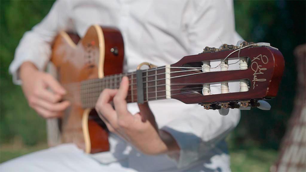 guitarrista-tocando-flamenco